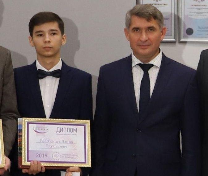 Глава Чувашии вручил награды победителям «УМНИК 2019»